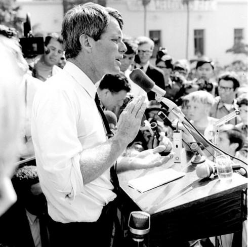 Bobby_kennedy01_campaigns in LA