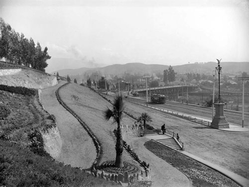 Elysian Park entrance near the Buena Vista Bridge in about 1900. Courtesy of Los Angeles Public Library.
