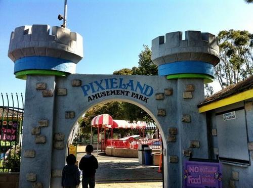 pixieland_entrance