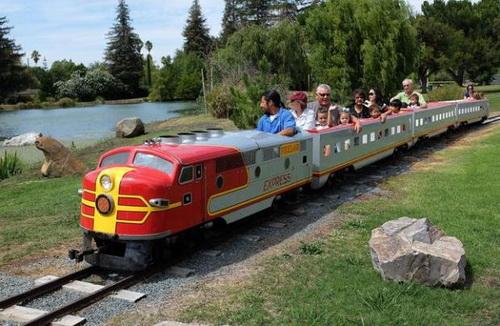 pixieland_train